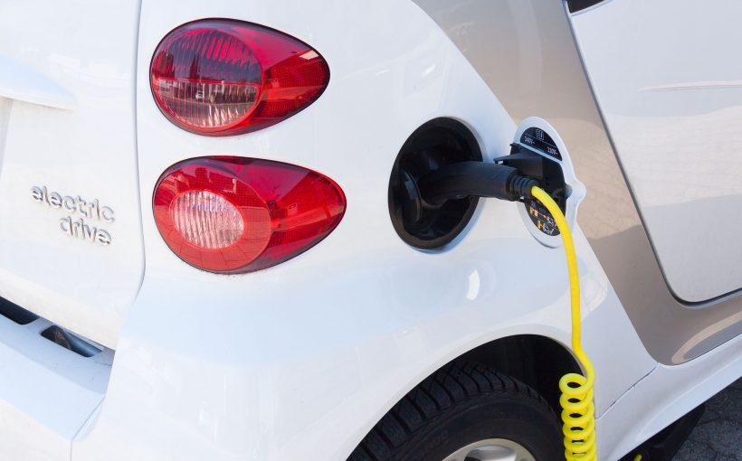 電気自動車 820x510 - 環境にやさしい車と、避けるべき車とは?